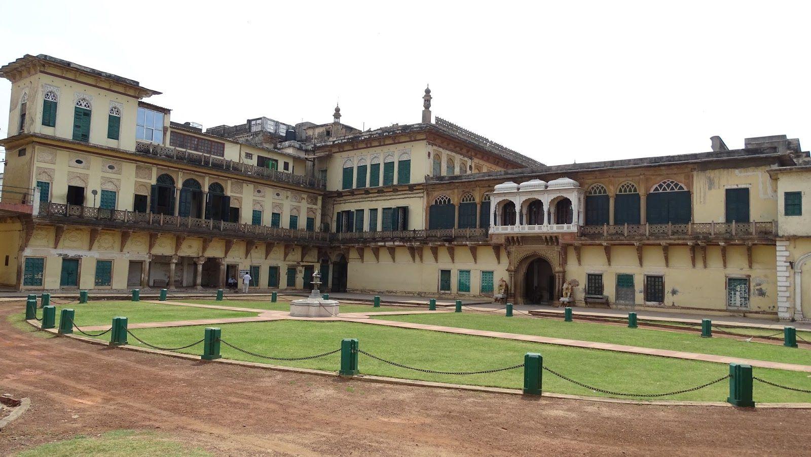 Maharaja Banaras Vidya Mandir Museum
